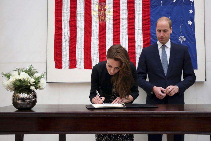 Le prince William et la duchesse Catherine de Cambridge à l'ambassade des Etats-Unis à Londres, le 14 juin 2016