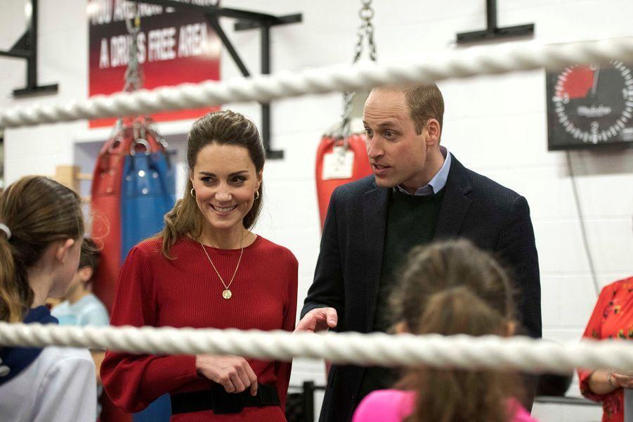 Kate Middleton et le prince William lors de leur visite au club de boxe des Bulldogs de Port Talbot, en Galles du sud, le 4 février 2020.
