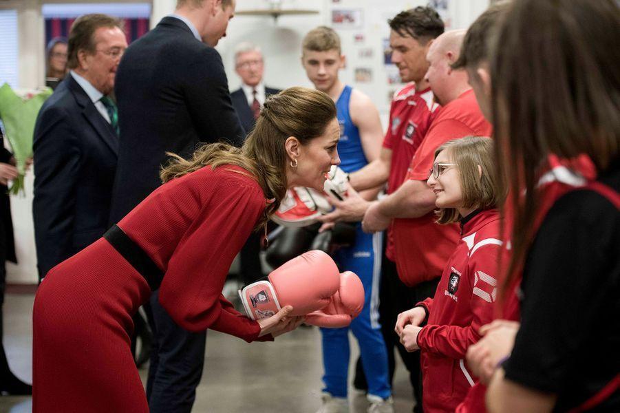 Kate Middleton et le prince Williamlors de leur visite au club de boxe des Bulldogs de Port Talbot, en Galles du sud, le 4 février 2020.