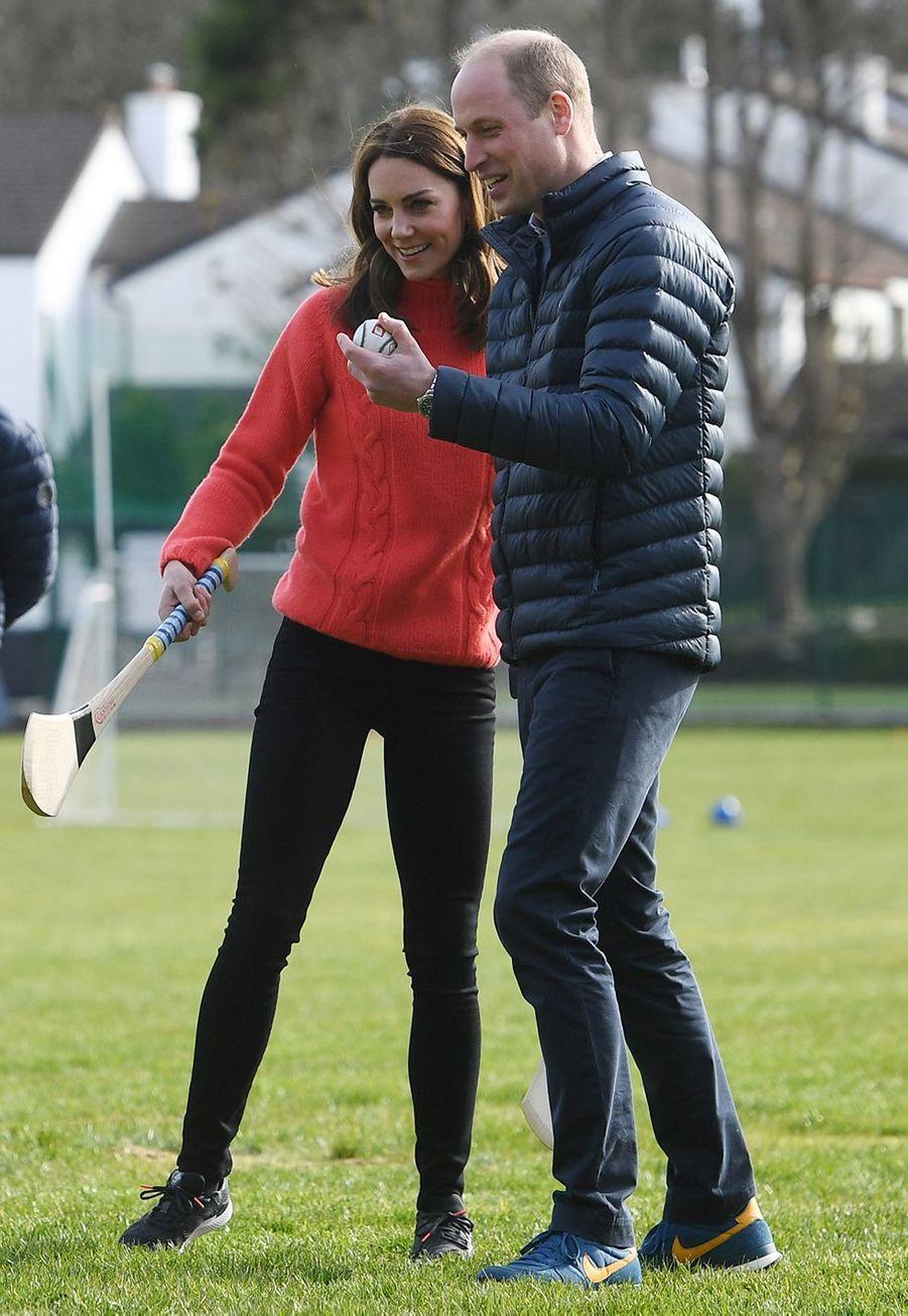 Kate et Williamvisitent le club Salthill Knocknacarra GAA à Galway le 5 mars 2020.