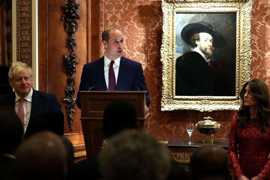 Le prince William faisant son discoursà Buckingham Palace lors du sommet Grande-Bretagne-Afrique sur les investissements, lundi 20 janvier 2020,aux côtés de Kate Middleton et de Boris Johnson.