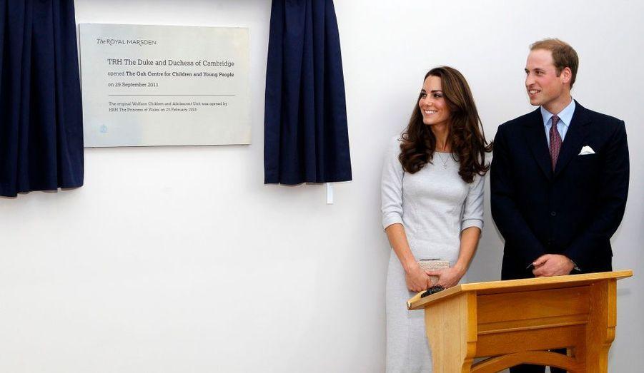 Le couple a dévoilé la plaque scellant l'ouverture de l'unité.