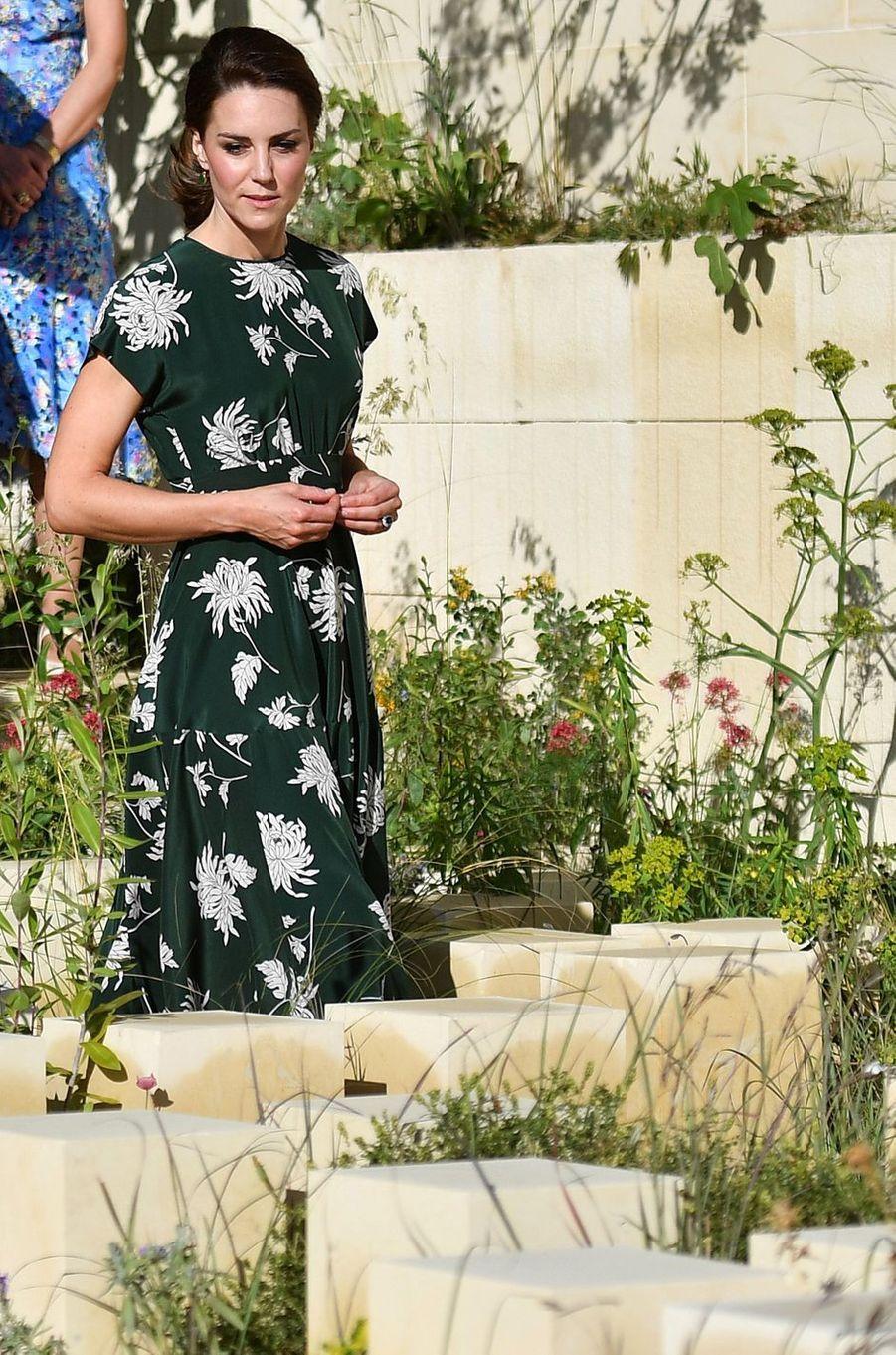 La duchesse de Cambridge, née Kate Middleton, en vert sapin au Chelsea Flower Show à Londres, le 22 mai 2017