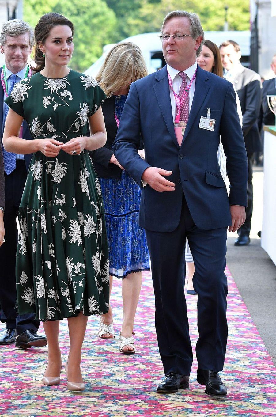 La duchesse de Cambridge, née Kate Middleton, dans une robe Rochas au Chelsea Flower Show à Londres, le 22 mai 2017