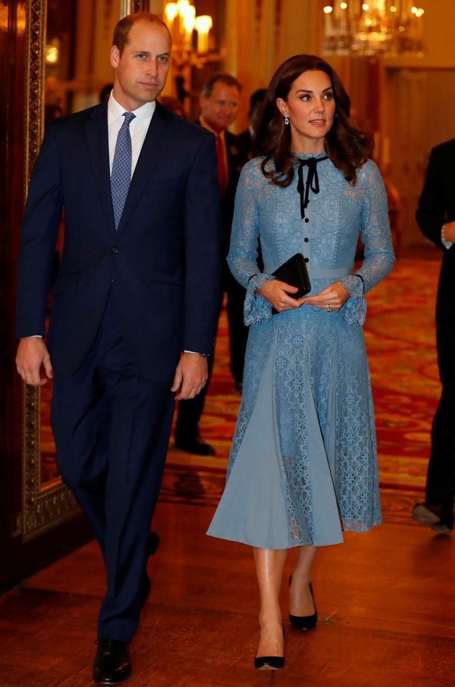 La duchesse Catherine de Cambridge dans une robe Temperley London à Londres, le 10 octobre 2017