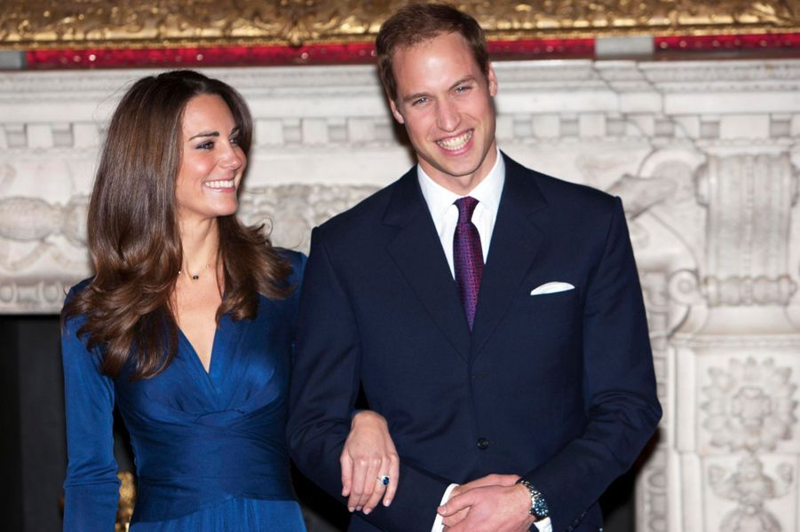 Saphir et diamants pour Kate Middleton, fiancée au prince William en 2010
