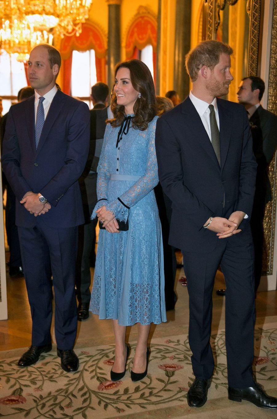 Une réception a été donnée à Buckingham Palace, en hommage aux travailleurs du milieu psychiatrique en Angleterre.