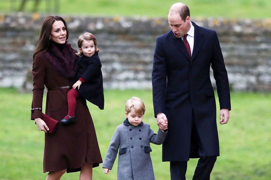 Kate, William et leurs enfants le prince George se rendent à la messe de Noël, le 25 décembre 2016