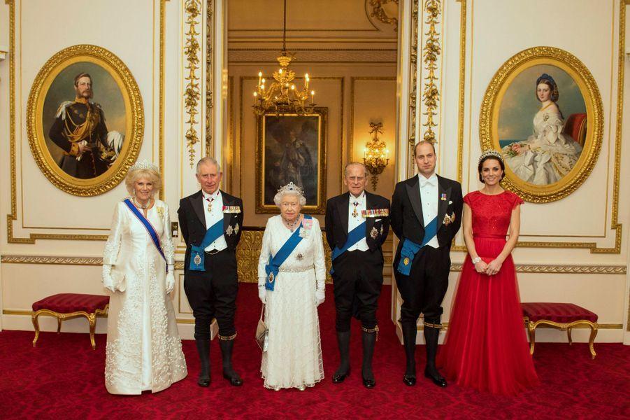 La duchesse Catherine de Cambridge avec la reine Elizabeth II et la famille royale, le 8 décembre 2016