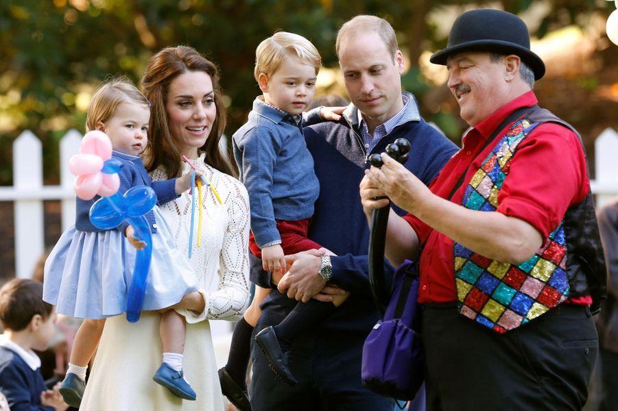 Kate et William avec leurs enfants le prince George et la princesse Charlotte au Canada, le 29 septembre 2016