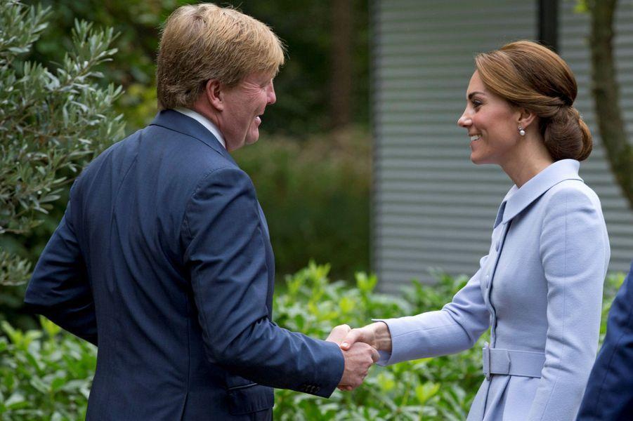 La duchesse Catherine de Cambridge avec le roi Willem-Alexander des Pays-Bas, le 11 octobre 2016