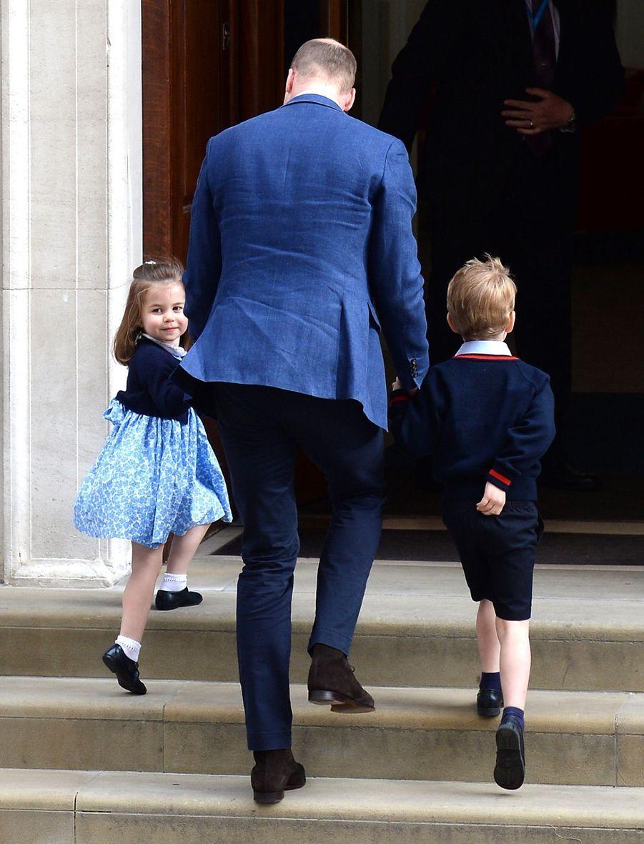 Le Prince George Et La Princesse Charlotte Rencontrent Leur Petit Frère 10