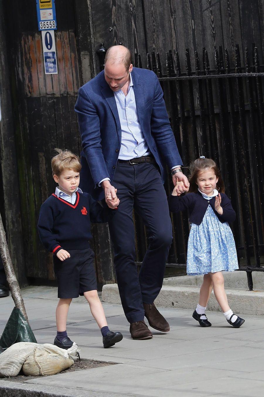 Le Prince George Et La Princesse Charlotte Rencontrent Leur Petit Frère 12