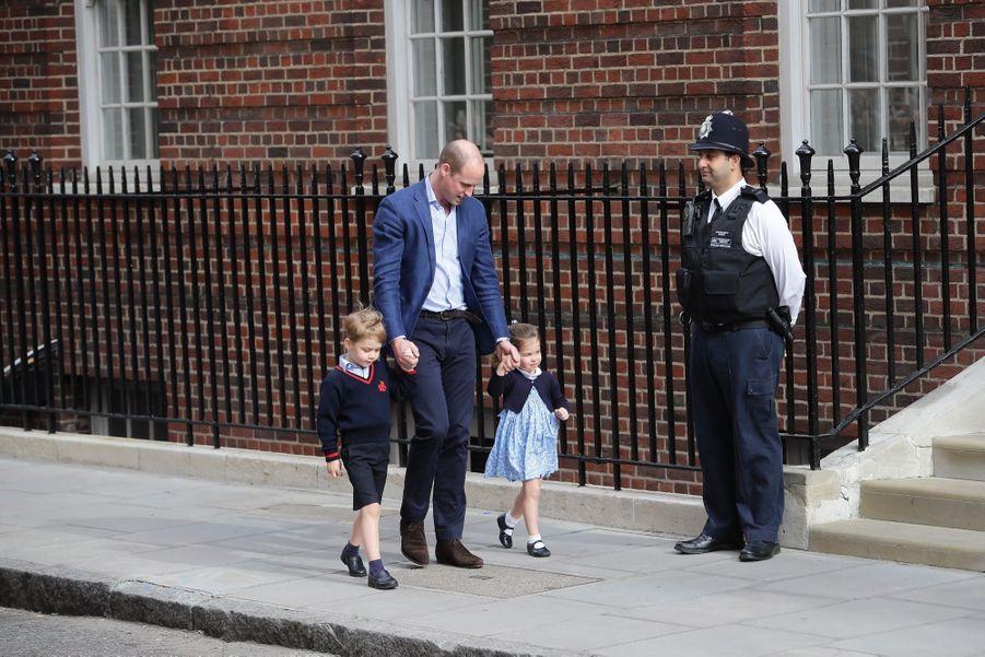 Le Prince George Et La Princesse Charlotte Rencontrent Leur Petit Frère 13