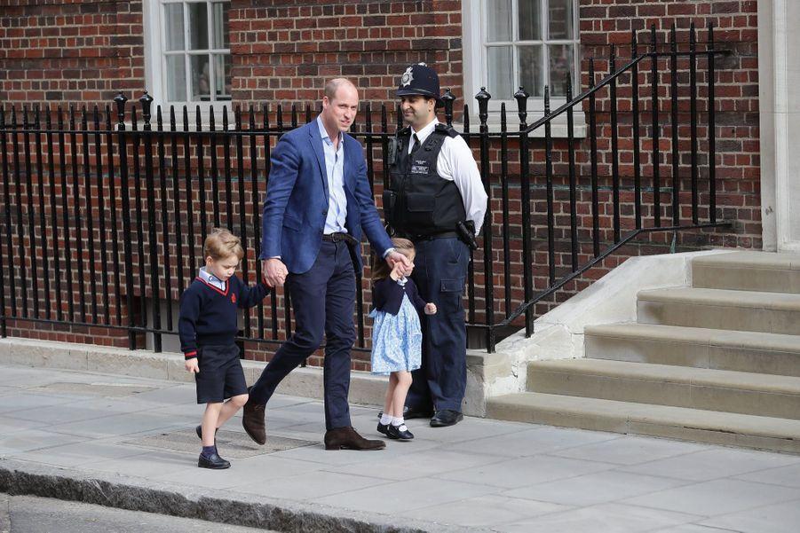 Le Prince George Et La Princesse Charlotte Rencontrent Leur Petit Frère 14