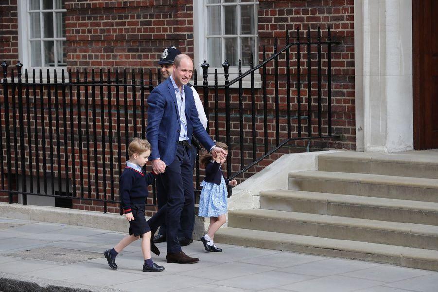 Le Prince George Et La Princesse Charlotte Rencontrent Leur Petit Frère 15