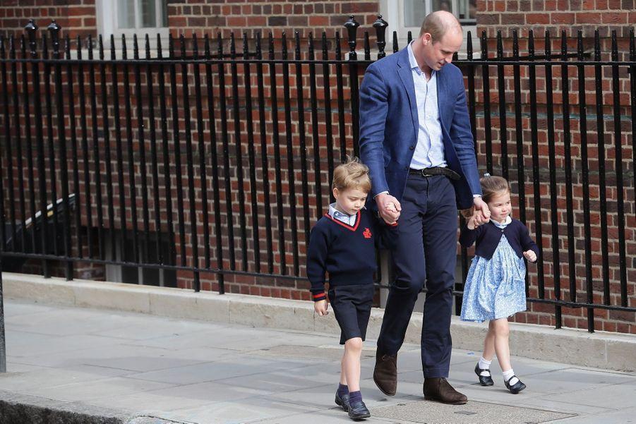 Le Prince George Et La Princesse Charlotte Rencontrent Leur Petit Frère 18