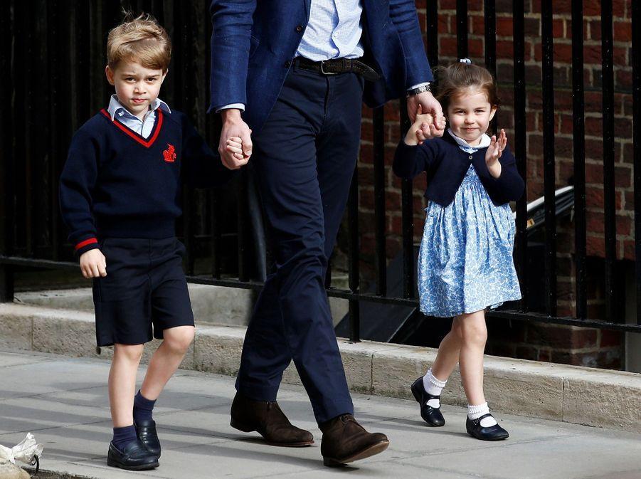 Le Prince George Et La Princesse Charlotte Rencontrent Leur Petit Frère 2