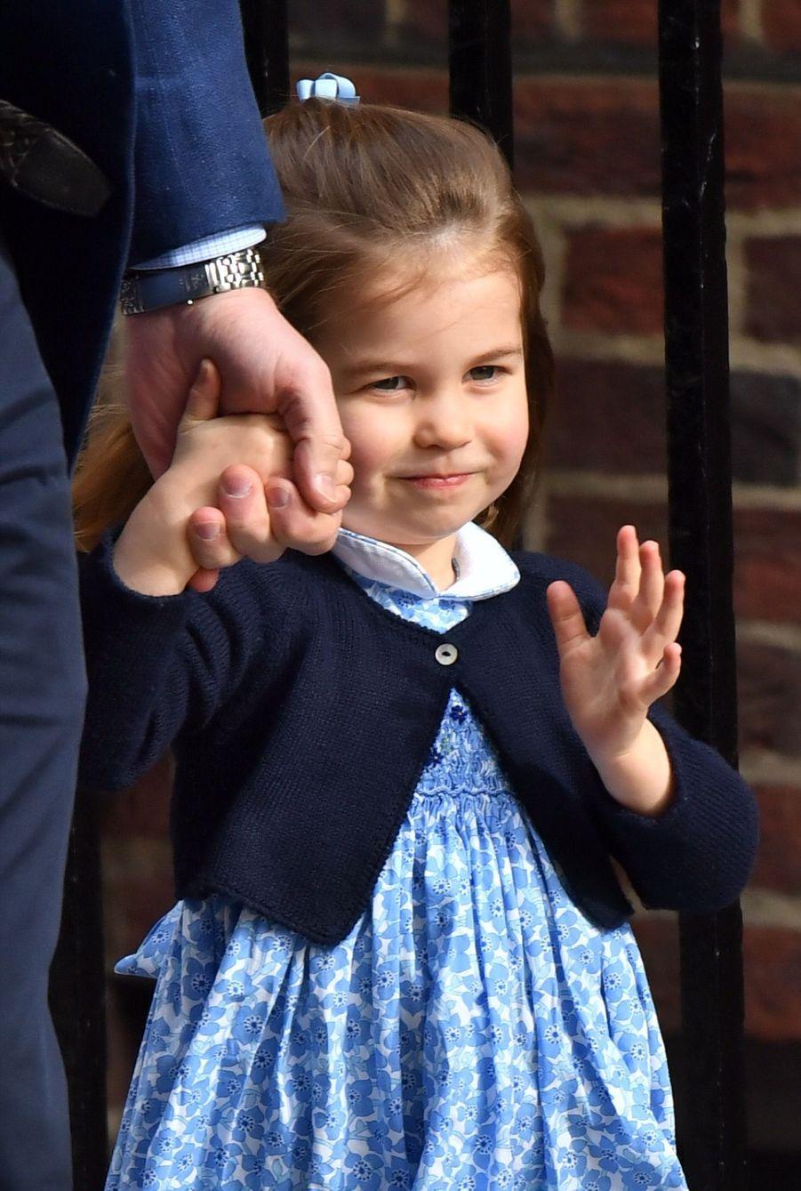 Le Prince George Et La Princesse Charlotte Rencontrent Leur Petit Frère 20