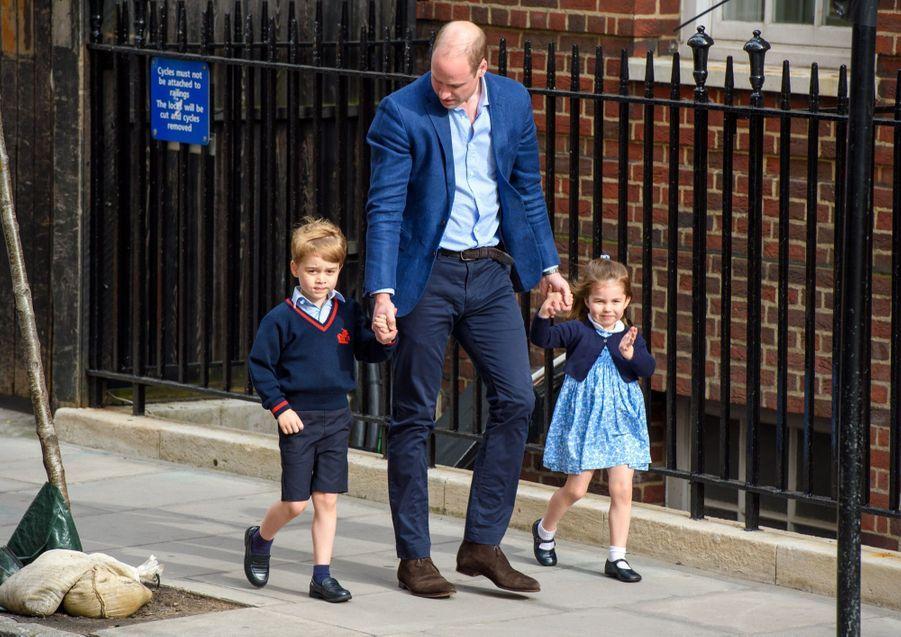 Le Prince George Et La Princesse Charlotte Rencontrent Leur Petit Frère 22