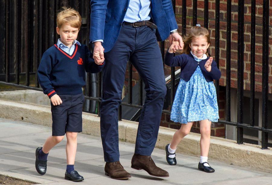 Le Prince George Et La Princesse Charlotte Rencontrent Leur Petit Frère 23