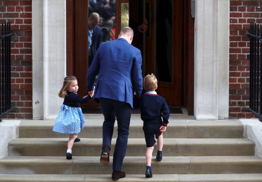 Le Prince George Et La Princesse Charlotte Rencontrent Leur Petit Frère 6