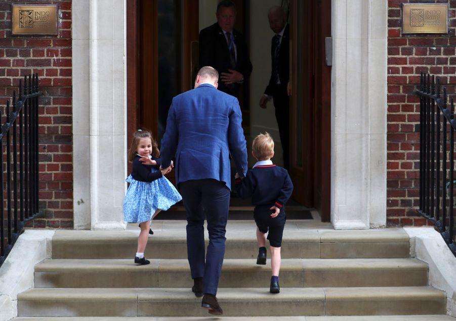Le Prince George Et La Princesse Charlotte Rencontrent Leur Petit Frère 7