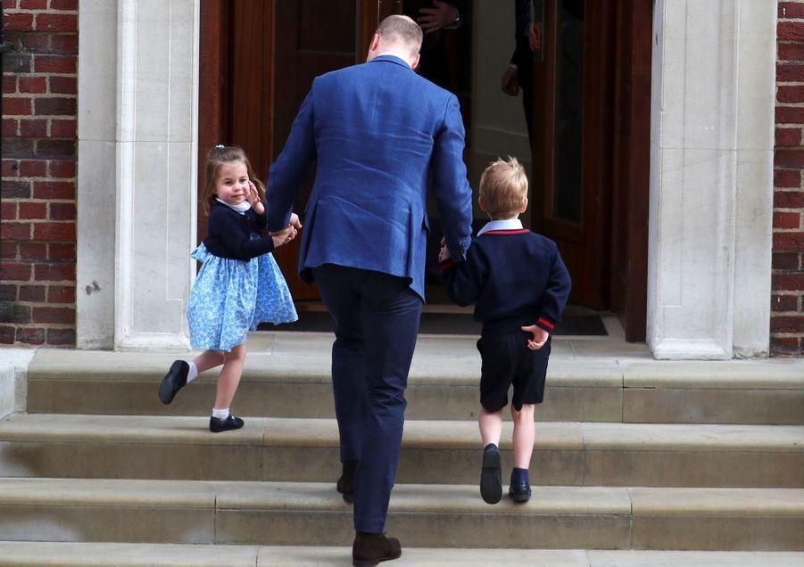 Le Prince George Et La Princesse Charlotte Rencontrent Leur Petit Frère 8