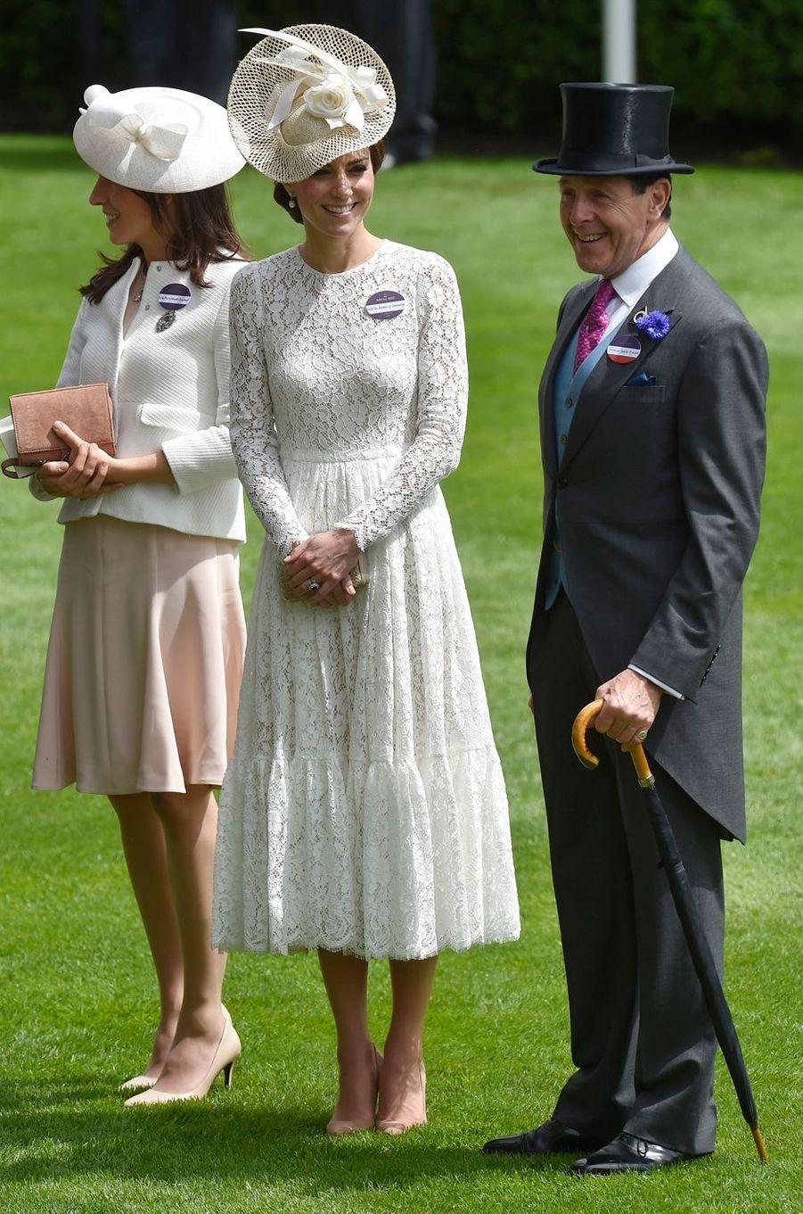 Kate Middleton le 15 juin 2016 dans une robe Dolce & Gabbana à 3 450 livres