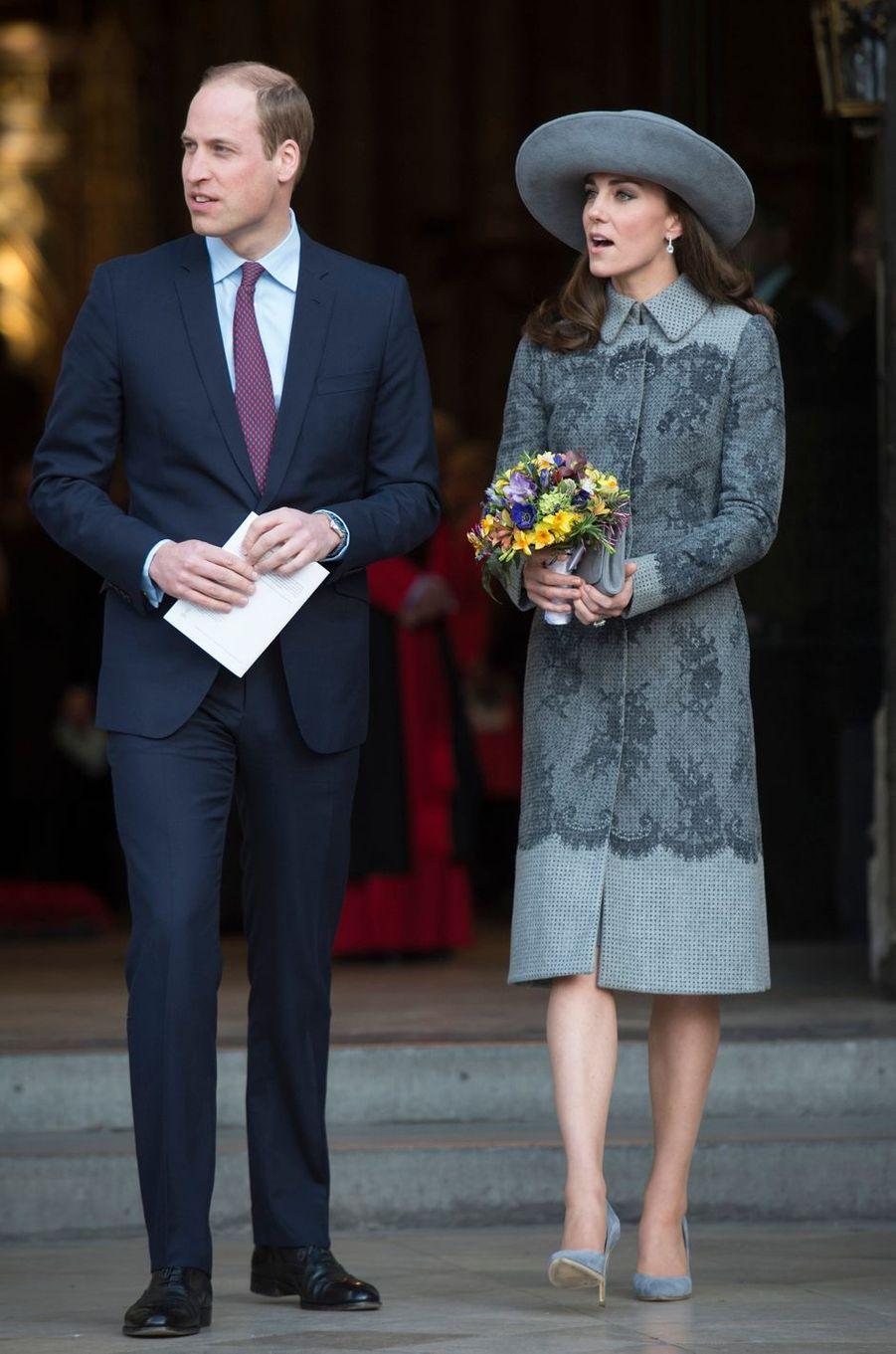 Kate Middleton le 6 avril 2016 dans un manteau Erdem à 2 500 livres