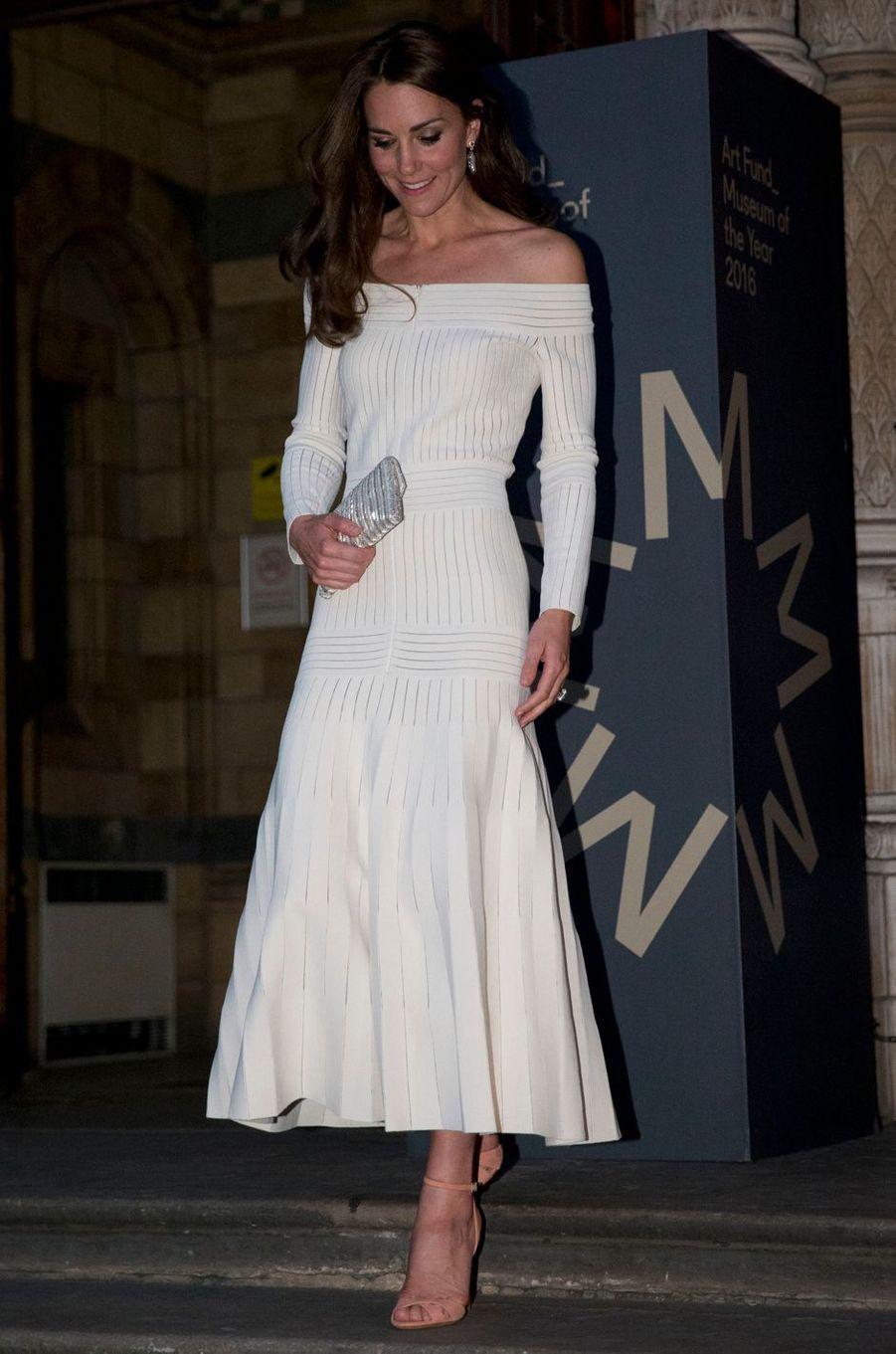 Kate Middleton le 6 juillet 2016 dans une robe Barbara Casasola à 1 580 livres