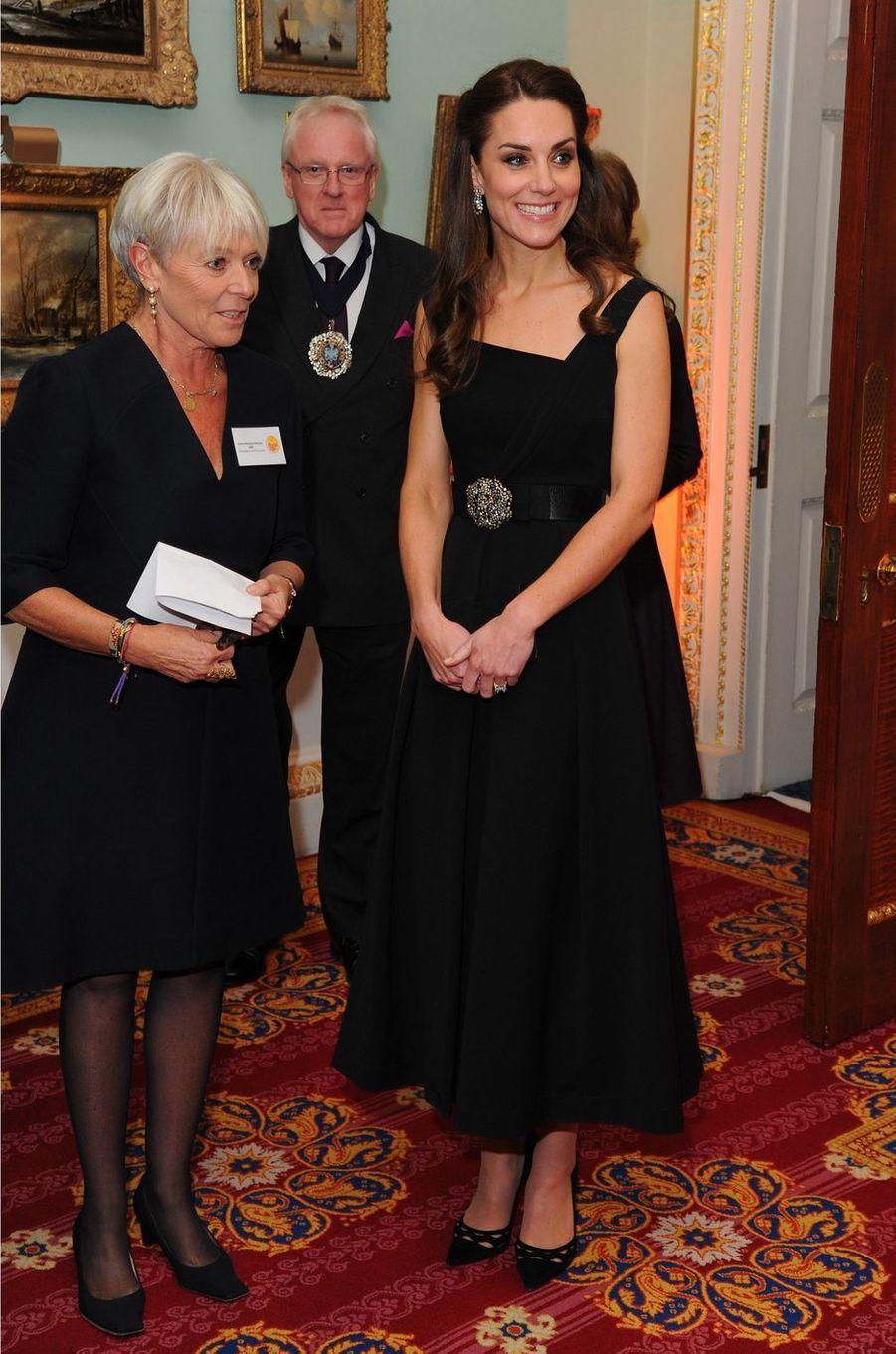 Kate Middleton le 22 novembre 2016 dans une robe Preen à 995 livres