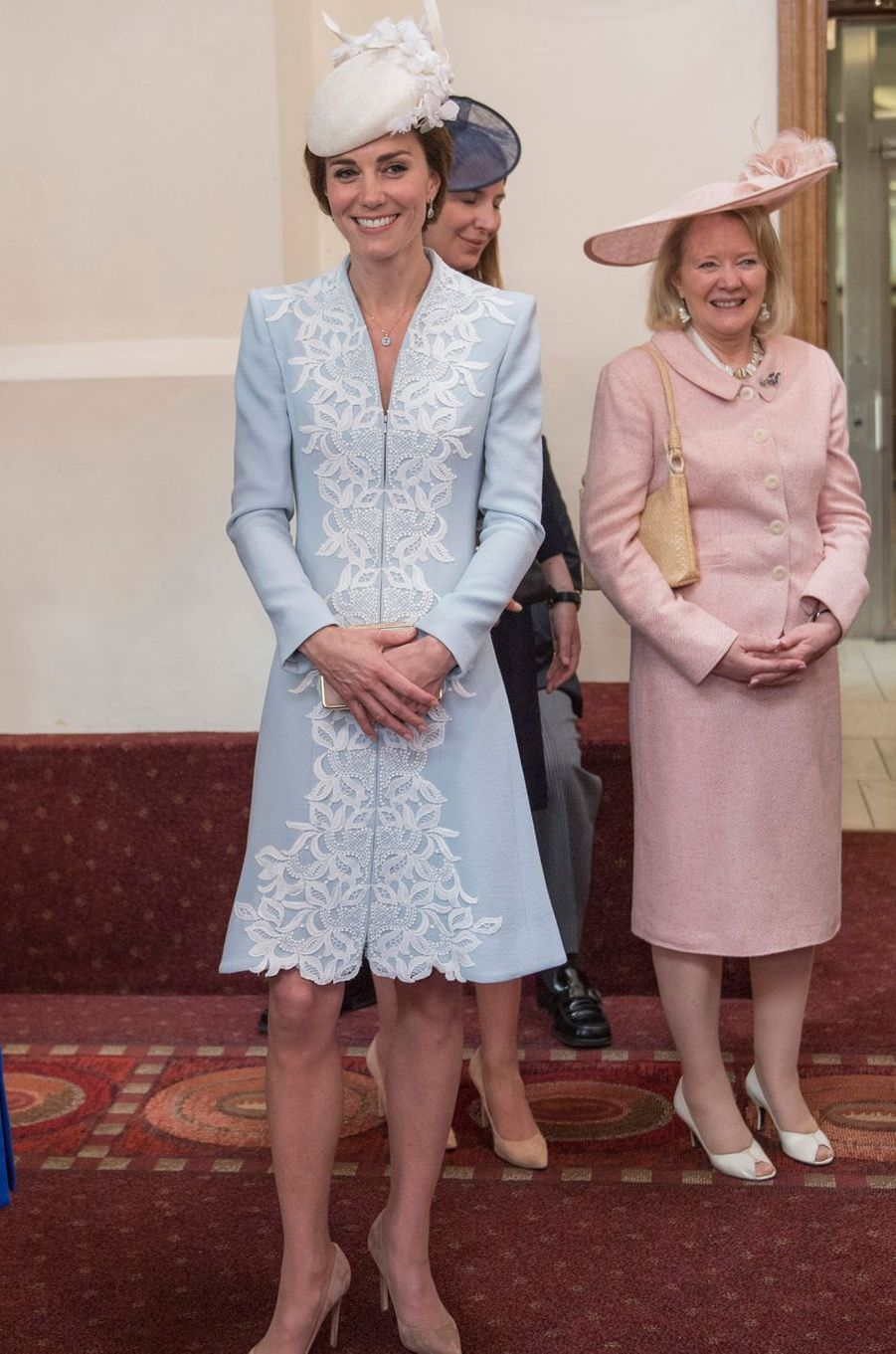Kate Middleton le 10 juin 2016 dans une robe-manteau Catherine Walker à 3 200 livres