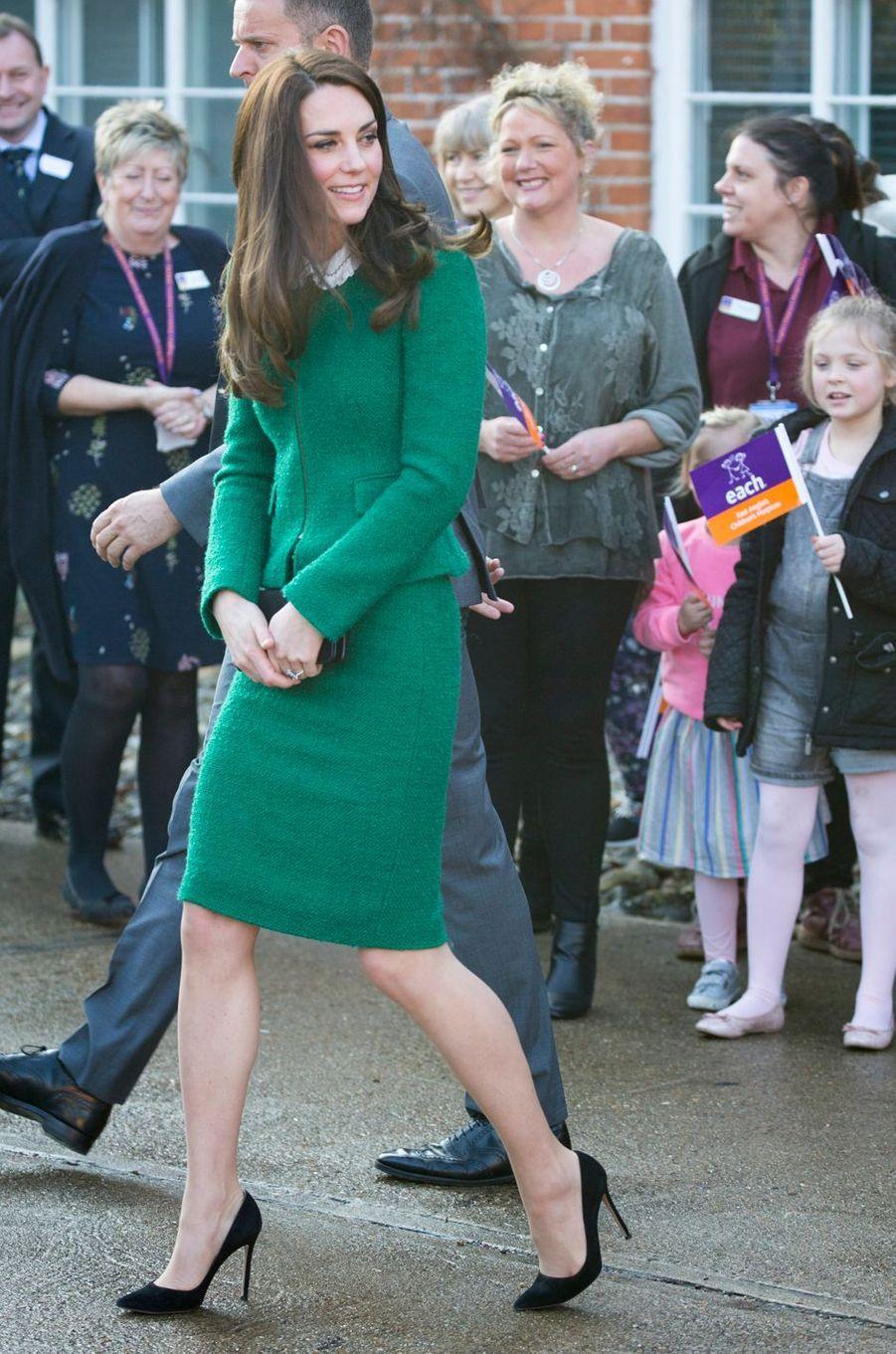 La duchesse de Cambridge, née Kate Middleton, dans un tailleur Hobbs à Quidenham le 24 janvier 2017