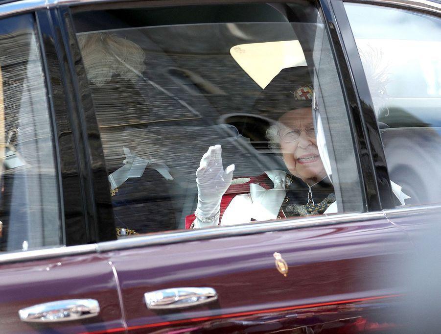 La reine Elizabeth II lors de son arrivée à la chapelle Saint-Georges de Windsor lors de la cérémonie del'Ordre de la Jarretière le 17 juin 2019