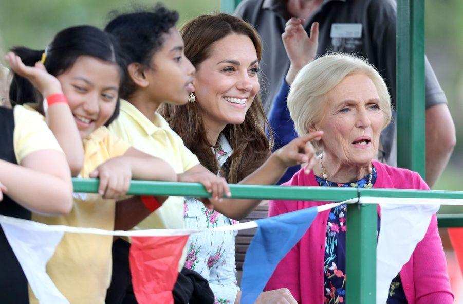 Kate Middleton et Mary Berry (en rose) àWoking (Surrey) le 10 septembre 2019