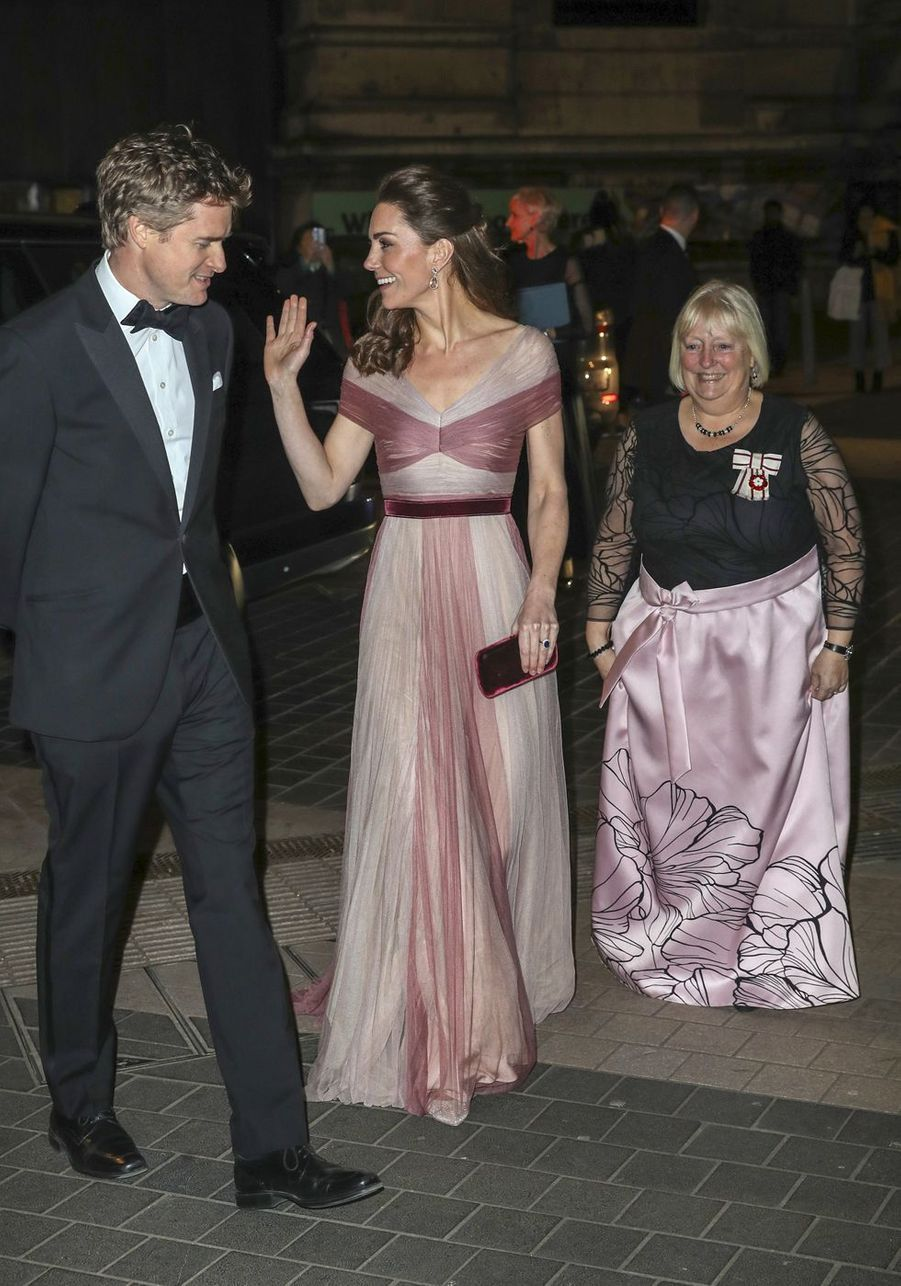 "Kate Middleton, Tristram Hunt et Jane Davis lors du dîner de gala ""100 Women in Finance"" au Victoria and Albert Museum de Londres, le 13 février 2019."