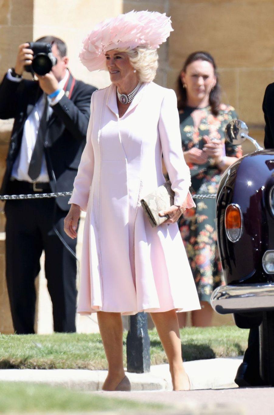 La duchesse de Cornouailles Camilla dans une robe-manteau d'Anna Valentine, le 19 mai 2018