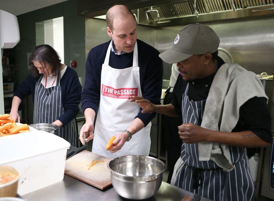 """Le prince William en visite dans les locaux de l'association d'aide aux sans-abris """"The Passage"""" à Londres, le 13 février 2019"""