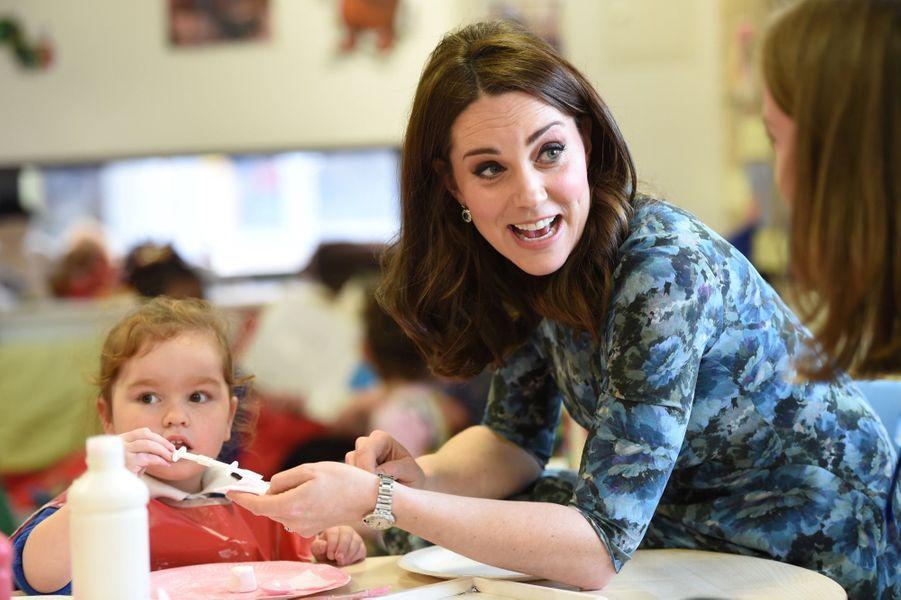 Kate Middleton En Visite À La Reach Academy De Feltham 11