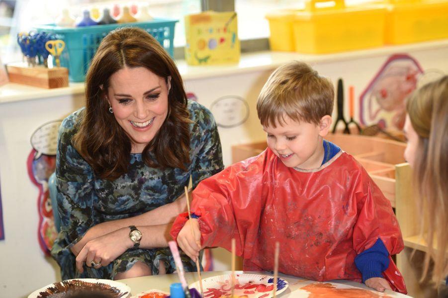 Kate Middleton En Visite À La Reach Academy De Feltham 12