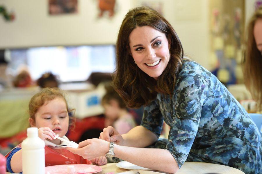 Kate Middleton En Visite À La Reach Academy De Feltham 13