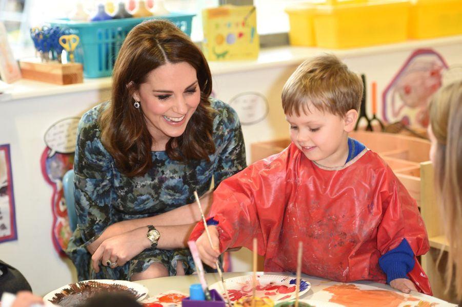 Kate Middleton En Visite À La Reach Academy De Feltham 15