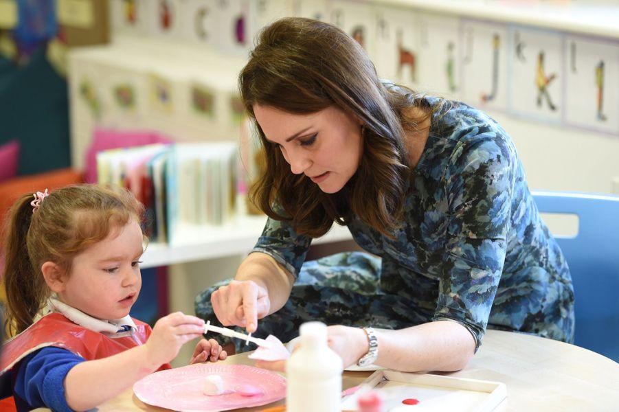 Kate Middleton En Visite À La Reach Academy De Feltham 16