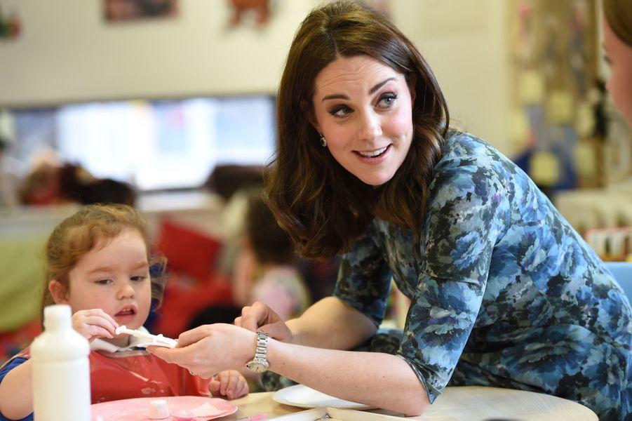 Kate Middleton En Visite À La Reach Academy De Feltham 18