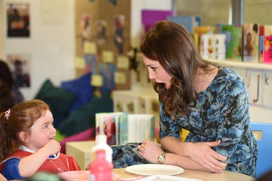 Kate Middleton En Visite À La Reach Academy De Feltham 19