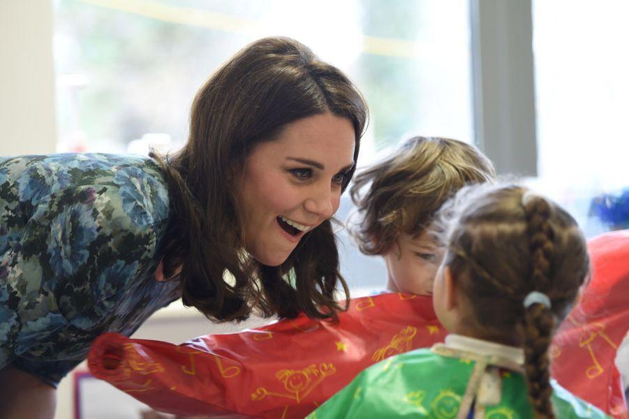 Kate Middleton En Visite À La Reach Academy De Feltham 20