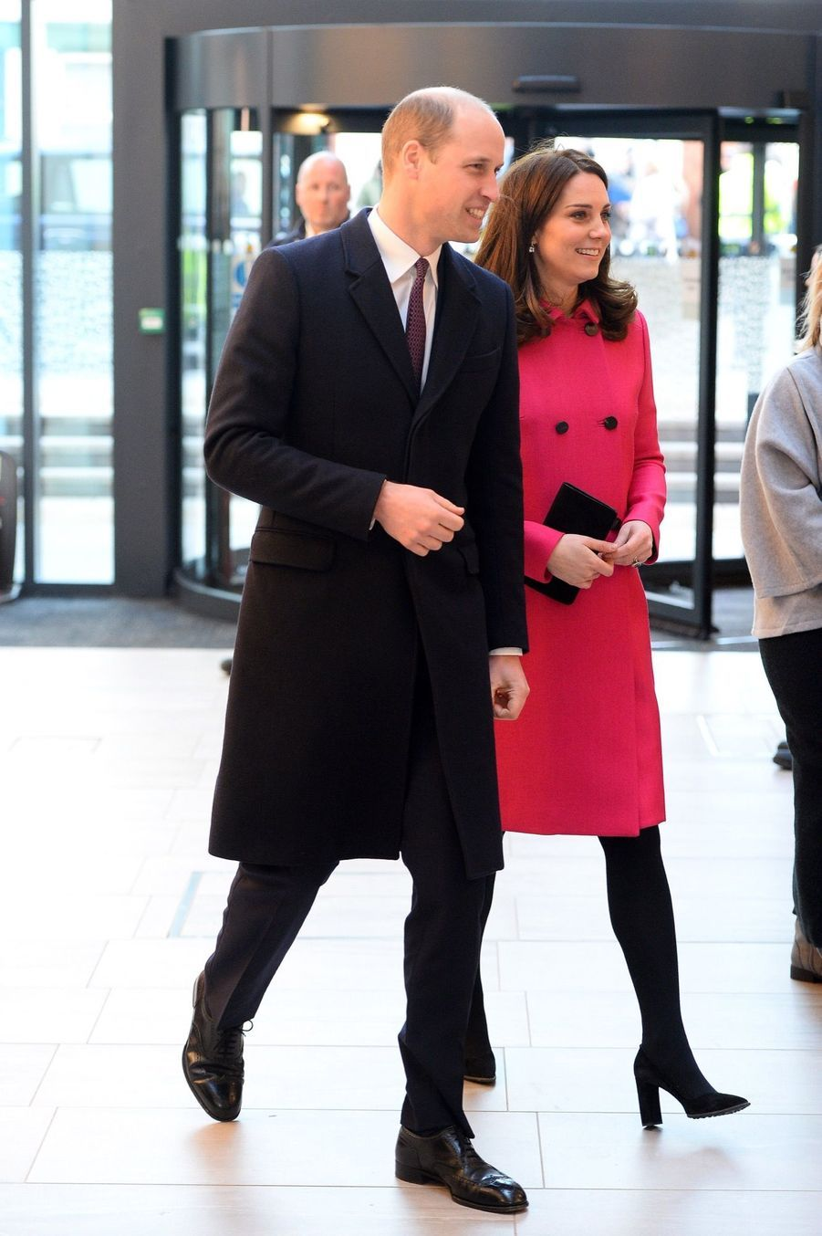 Kate Middleton Enceinte Cache Son Ventre Rond Sous Un Manteau Rose 1