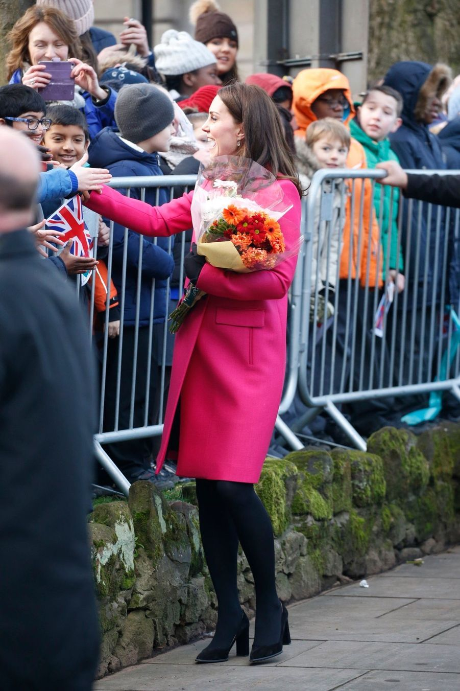 Kate Middleton Enceinte Cache Son Ventre Rond Sous Un Manteau Rose 15