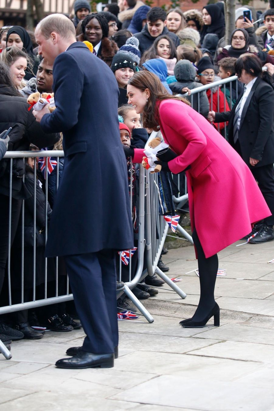 Kate Middleton Enceinte Cache Son Ventre Rond Sous Un Manteau Rose 17